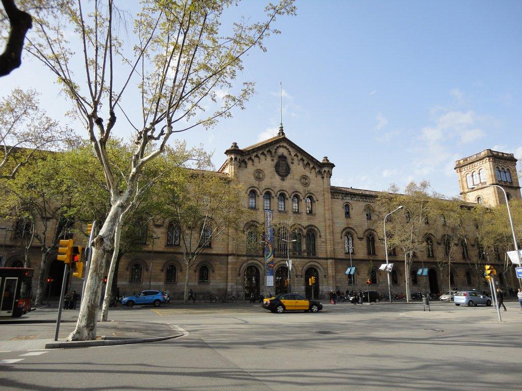 Университет Барселоны: сколько денег готовить студенту?